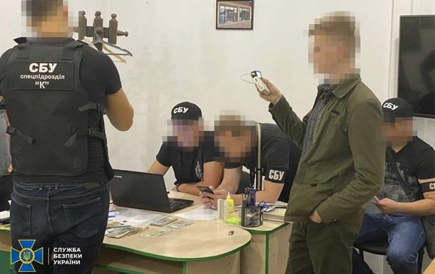 На Дніпропетровщині держреєстратор брав хабарі за реєстрацію нерухомості