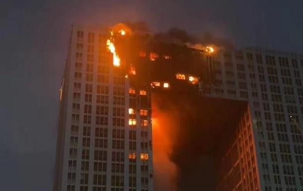 В Китае возник пожар в небоскребе - (видео)