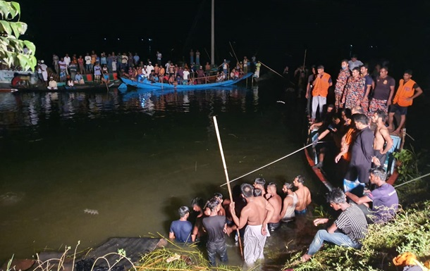 У Бангладеш десятки людей загинули внаслідок зіткнення човна і траулера