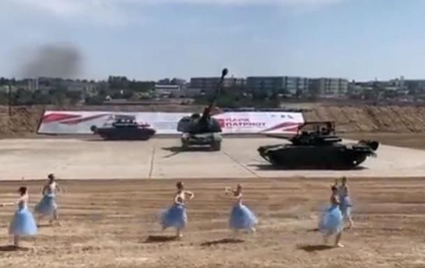 У Криму влаштували танці з танками