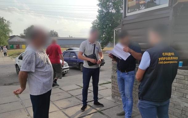 Глава поселкового совета получил взятку за отвод земли под АЗС