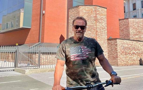 Арнольд Шварценеггер похвастался своей спортивной фигурой в 74 года