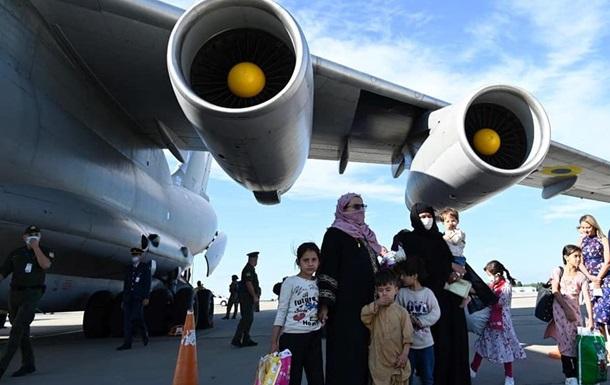 Из Афганистана вывезли более 600 человек - ОП