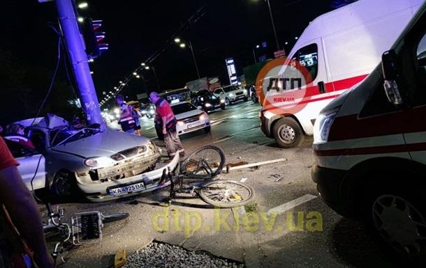 Зніс велосипеди і загинув: у Києві сталася ДТП