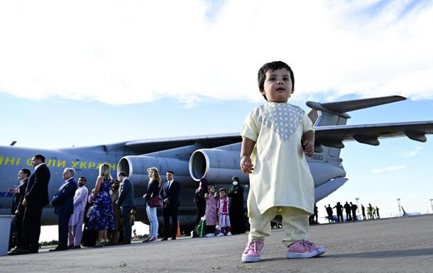 Среди эвакуированных из Кабула 80 украинцев - МИД