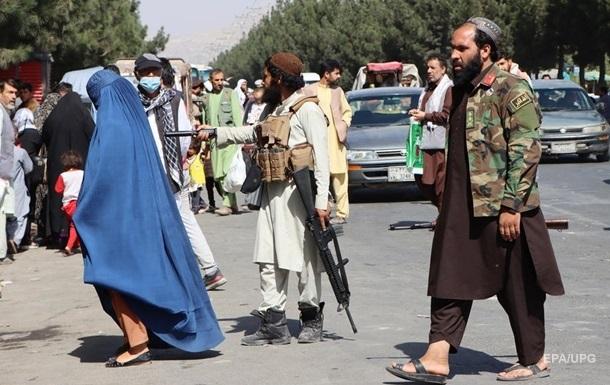 США призвали американцев срочно покинуть район аэропорта Кабула