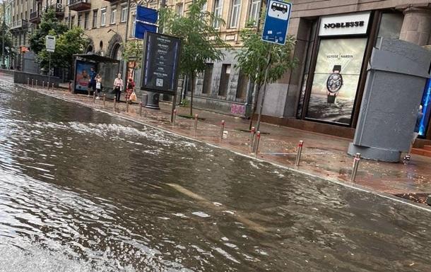 У Києві пройшов потужний ураган зі зливою