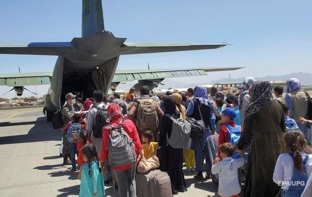 Майже 100 країн евакуюватимуть афганців після 31 серпня