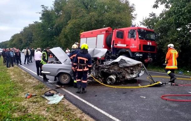 На Прикарпатті зіткнулися два легкових авто, загинула жінка