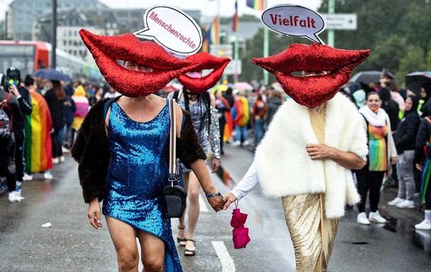 В Кельне прошел в многотысячный ЛГБТ-парад