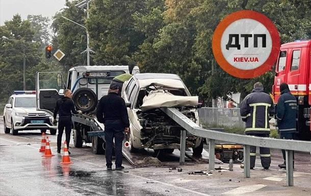 В Житомирской области отбойник проткнул авто, есть жертвы