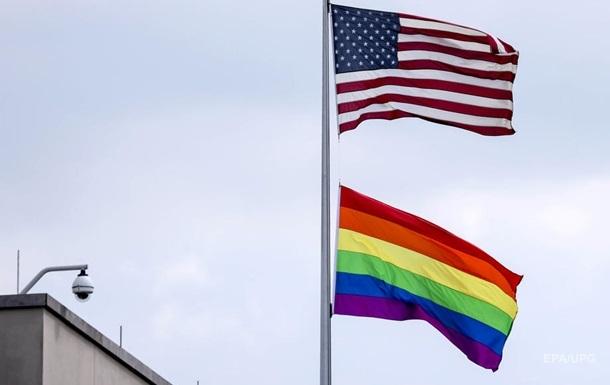 У США вчителька закликала присягнути прапору ЛГБТ