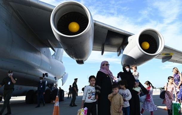 Кількість евакуйованих з Афганістану перевищила 122 тисячі