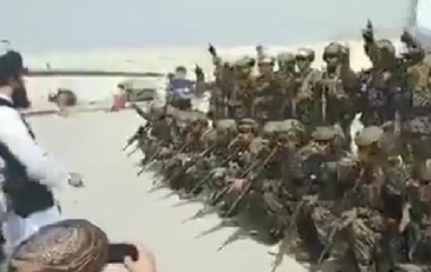 В Афганистане талибы празднуют вывод войск США