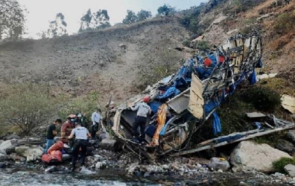 ДТП с автобусом в Перу: число погибших возросло до 33 человек