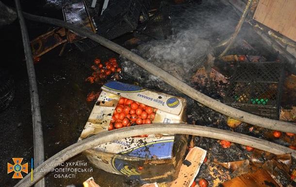 У Дніпрі сталася пожежа в торгових павільйонах
