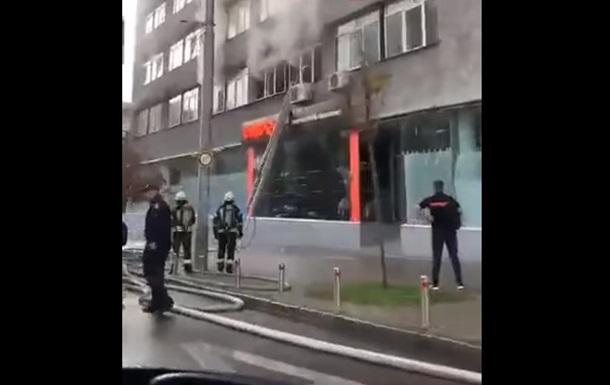 У Києві загорілася гімназія