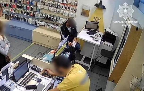 В Киеве вор украл смартфон, но оставил паспортные данные