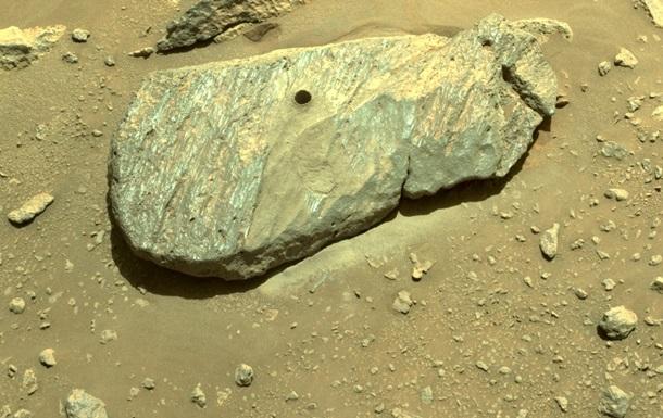 Марсохід NASA добув перший зразок породи