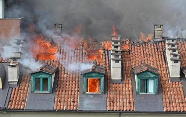 В центре Турина загорелся дом, эвакуировали более 100 человек
