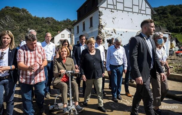 Меркель посетила пострадавшие от наводнения районы