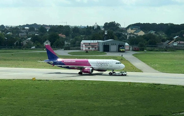 Літак здійснив екстрену посадку у Львові