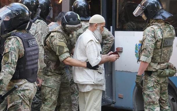 У Сімферополі масові затримання біля будівлі ФСБ
