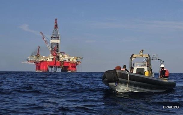 Біля берегів США виявили велику нафтову пляму