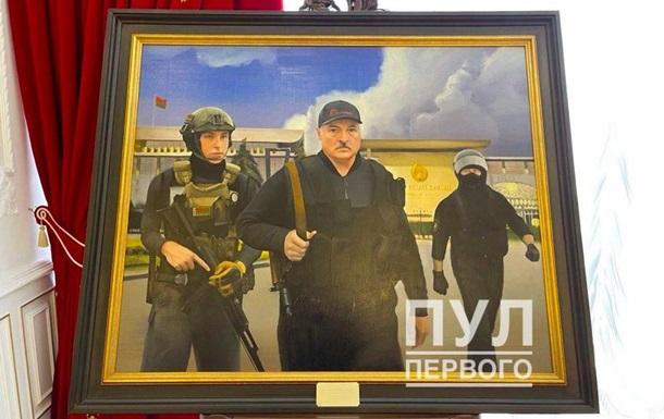 Портрет Лукашенка з автоматом повісили в Палаці незалежності