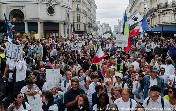 На протести проти COVID-заходів у Франції вийшло 140 тисяч людей