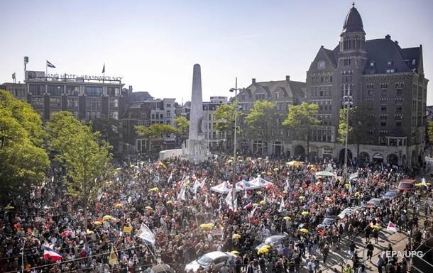 В Амстердамі пройшов великий протест коронаскептиків