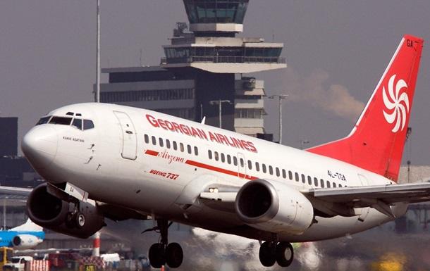 В Тбилиси самолет совершил экстренную посадку