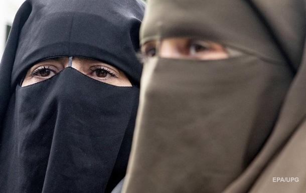 Таліби забороняють жінкам навчатися без нікабів