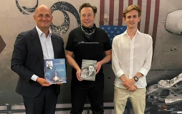 Ілон Маск показав онукові Сергія Корольова SpaceX