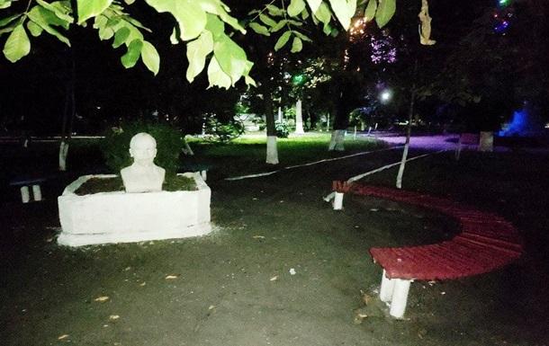 Під Одесою на клумбі  виріс  бюст Леніна