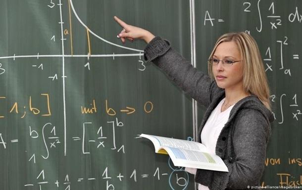 Учителя на Прикарпатье приостановили забастовку