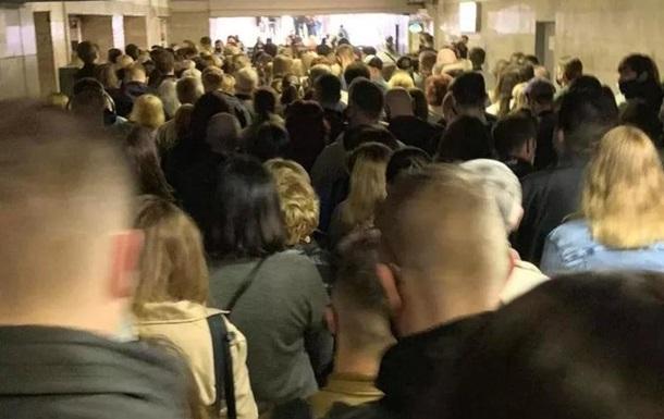 Колапс у метро Києва: на станції Позняки величезна черга