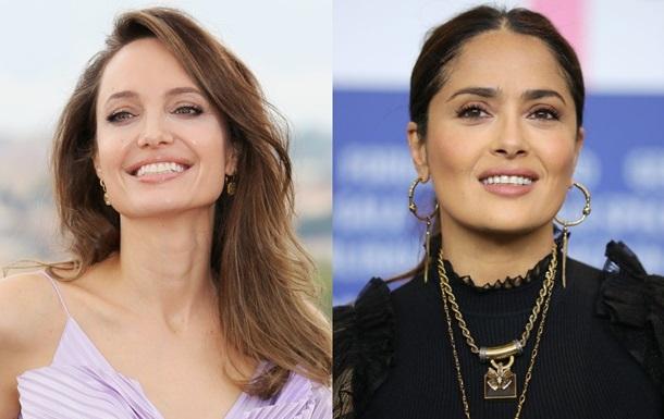 Анджелина Джоли ткнула Сальму Хайек лицом в торт