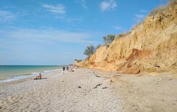 Під Севастополем на нудистський пляж зійшов зсув
