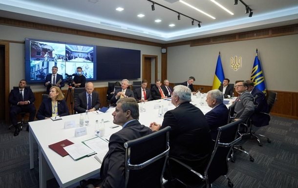 Зеленский с сенаторами из США обсудил Донбасс и вступление Украины в НАТО
