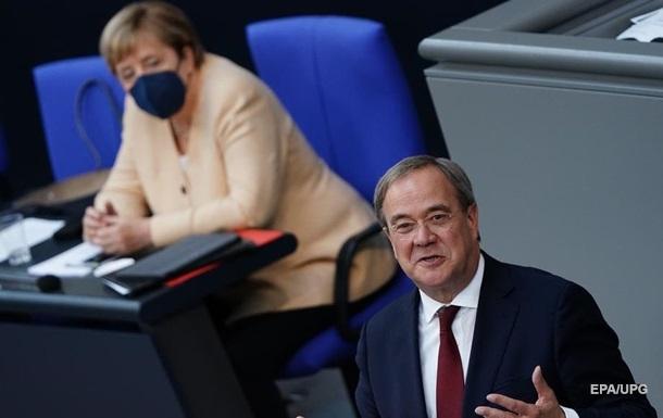 Рейтинг партії Меркель рекордно впав перед виборами