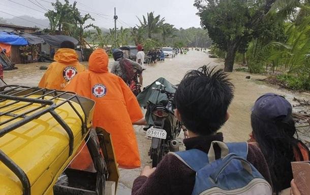Філіппіни накрив тайфун