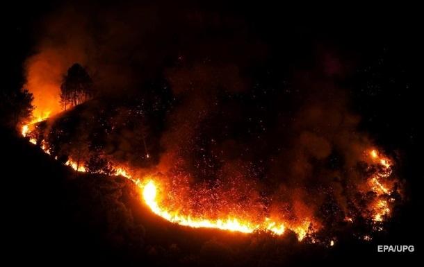 В Іспанії спалахнули дві великі лісові пожежі