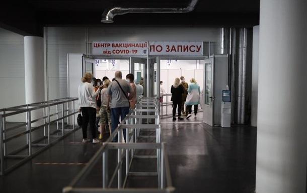 Половина населення Києва зробила COVID-щеплення