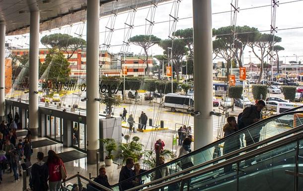 В аеропорту в Італії померла українка