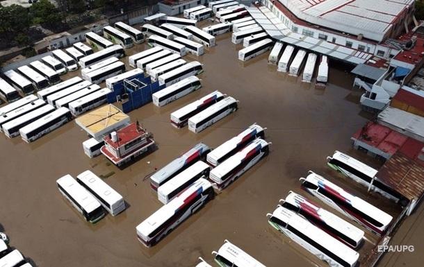 Мексика страдает от наводнения и землетрясения
