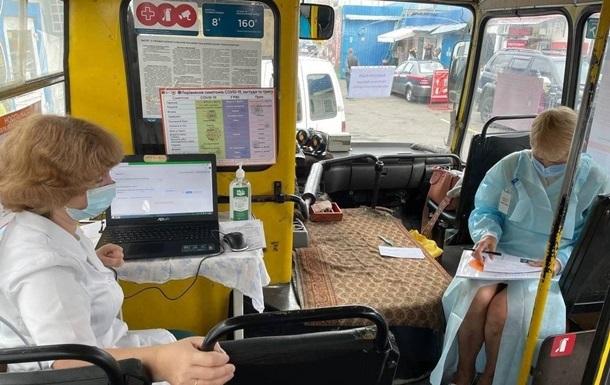 МОЗ  підправило  дані КМДА про вакцинацію в Києві