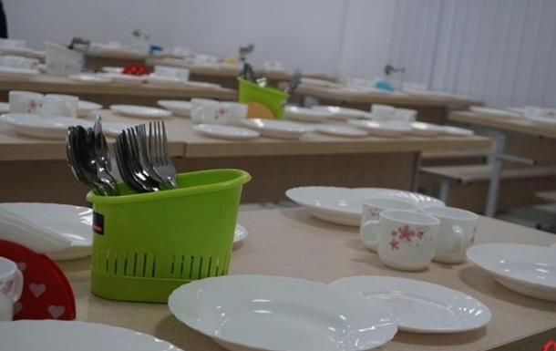 У Хмельницькому закрили школу через отруєння дітей