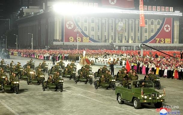 В КНДР прошел ночной военный парад