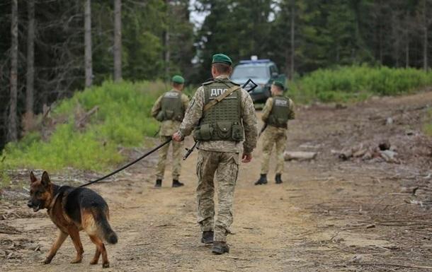 Границу с Беларусью патрулируют авиация, катера, наряды с собаками
